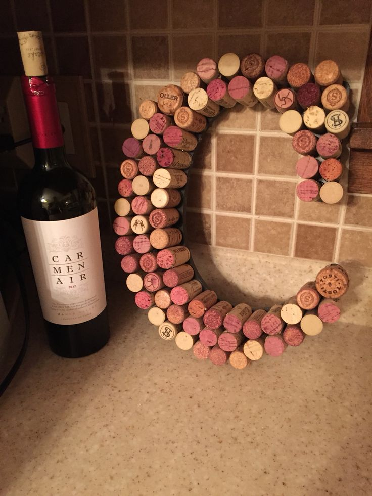 A wine cork letter that I made for my sister! #wine #corks #corkart #winecorks