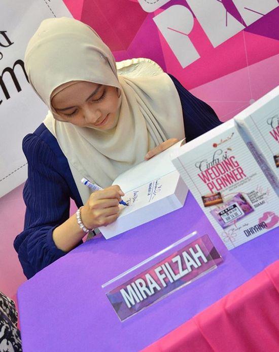 10 Gambar Top Blogger Mira Filzah - Pelakon Cinta Si Wedding Planner