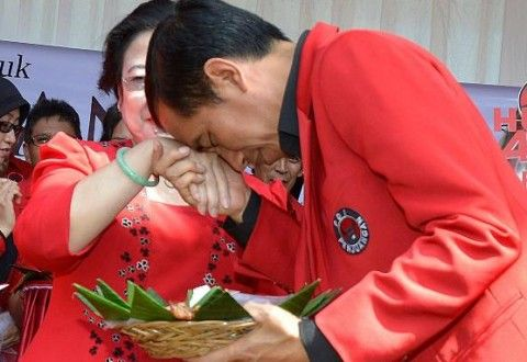 Jokowi Ngaku Pemeluk Islam Sejati, Lha Kok PDIP Malah Menolak Tutup Lokalisasi Dolly http://siagaindonesia.com/r/79788