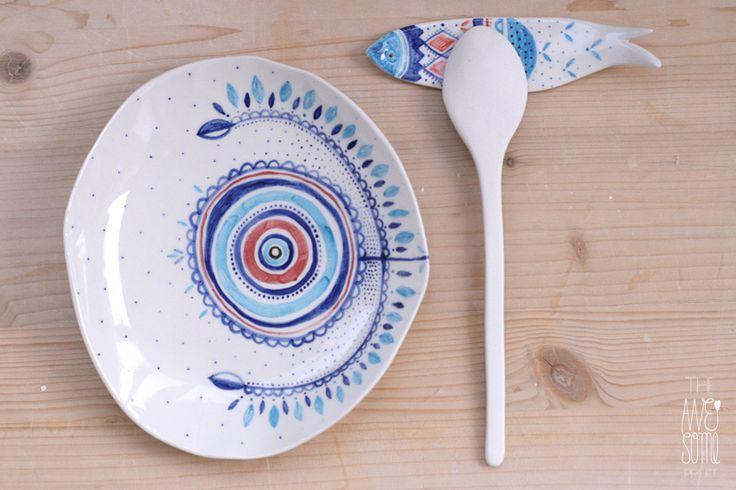 unique porcelain plate   spoon   cutlery restBowls Plates, Napkins Rings, Awesome Projects, Porcelain Plates, Unique Porcelain, Madalina Andronic, Cutlery Rest, Lipovan Blue, Ceramics Ideas