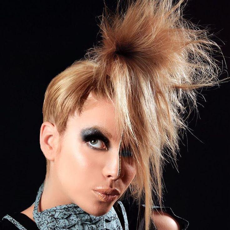 Maquillaje y pelo para @bombina por @evatangol #tangolstudio #bombina #alejandrabitran #maquillaje #pelo #portafolio #delrecuerdo #makeup #hairstyle #smokeyeyes
