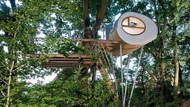 Piccole casette in legno abitabili da poter costruire nel proprio giardino. Casette in legno per bambini che vogliono vivere a contatto con la natura.