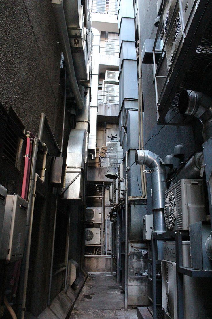 1 :村田らむ:2016/03/06(日)18:22:49 ID:dAk歌舞伎町の路地裏を写真に撮るのが好きで、撮りためて、Kindleで『歌舞伎町路地裏写真館』http://www.amazon.co.jp/dp/B00TIIPPGY/ref=cm_sw_r_tw_dp_Tm.2wb1W62P2Dという写真集を出したのですが、全然売れませんでした。