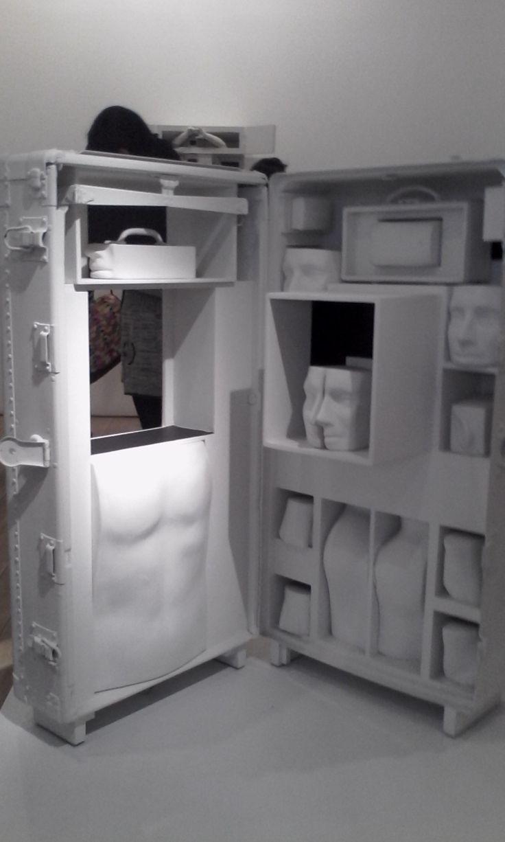 Bernardo salcedo El viaje 1975 Ensamblaje: Madera,aluminio y figuras de pretensados plasticos,polyacril blanco y negro.
