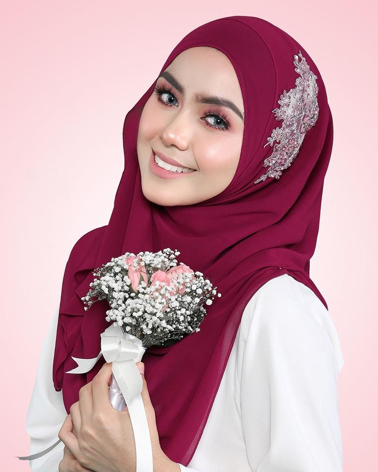 The new beaded shawls from @hanabellashawl is such sweet colors. The chiffon is so cooling and soft to touch but amazingly easy to form, its no wonder all of us have been ohhhh aahhh-ing the whole day  . Burgandy with Pink Lace|www.hanabella.com.my .  #shawl #lovely #janebeadedshawl  #modest #hijab #hijabfashion #luxury