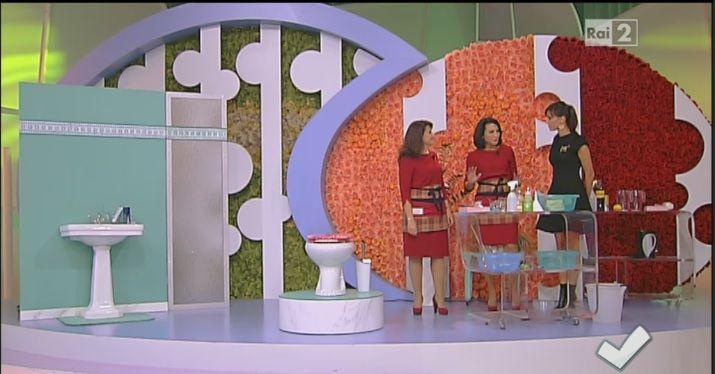 Titty e Flavia, ci spiegano come fare alcune miscele per il bagno con prodotti naturali ottime per sgorgare il lavandino e pulire la doccia e igienizzare il wc
