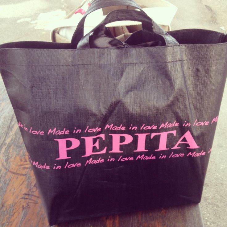 Could a shopper become a work bag? Sure, it's Pepita!!!