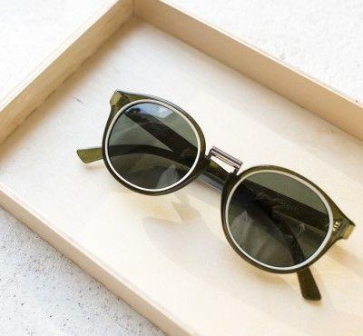 FITZROY GAFAS OLIVE. Con puente metálico, montura color verde oliva, círculo crema y lentes clásicas. Si te gusta probar cosas diferentes éstas son tus gafas de sol perfectas. #sunglasses #summer #summertrends #vintage #boho #bohohic