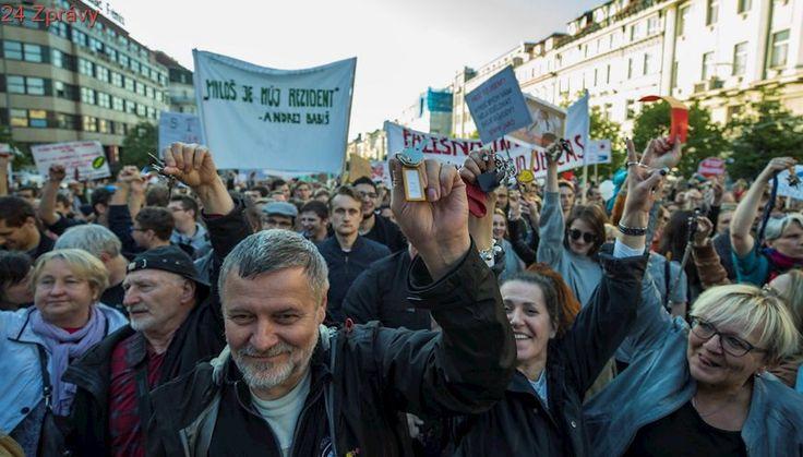 Volte ANO, pose*te život dětem! V Praze se demonstrovalo proti Babišovi a Zemanovi