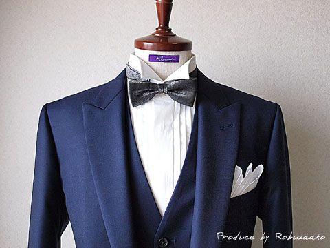 【 結婚式 新郎様スタイル 】大阪府内からお越しのN様より新郎様衣装とオーダーシャツのご注文を頂戴いたしました。ブログのタイトルどおり〝 魅惑のロイヤルブルー 〟というように、生地をご覧いただいた瞬間に『キレイ~!』と新婦様にも気に入ってい