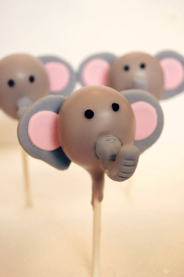 Here's the elephant cake pop from the #safari collection I did :)