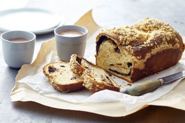 Light and fluffy brioche stuffed with chocolate with a crunchy topping. How can you resist?