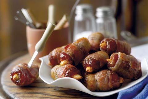 Słodko-wytrawna przekąska - daktyle z migdałami, boczkiem i ostrą papryką. Musisz spróbować!