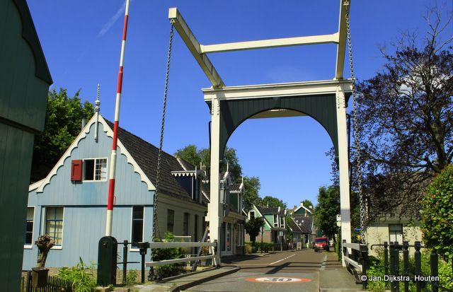 Brug over de Weelsloot waar de J.J.Allantstraat over gaat in De Kerkbuurt.