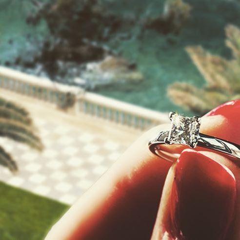 Alexandra set with a 0.50 carat #engagement#engagementring#diamond#wedding#love#weddingband#diamonds#jewelry#jewellery#förlovning#nyförlovade#bröllop#kärlek#couple#lovestory#bryllup#forlovet#forlovelsesringe#diamondring#diamantring#diamantringe#diamanter#solitairering#haloring#enstensring VANBRUUN.com