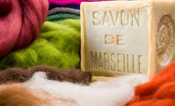 Sapone di Marsiglia per pulire casa: 10 usi domestici per pulizie profonde | Case da incubo