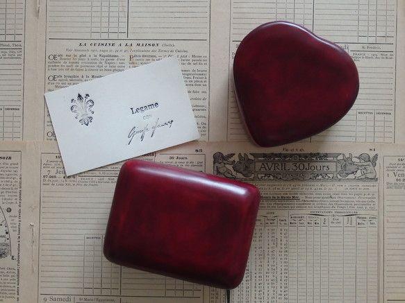 革100%でできたスクエア型のミニジュエリーボックスです。(1枚目写真左下。右上のハート型ボックスは、別途出品しております。)イタリア・フィレンツェ独自の伝統...|ハンドメイド、手作り、手仕事品の通販・販売・購入ならCreema。