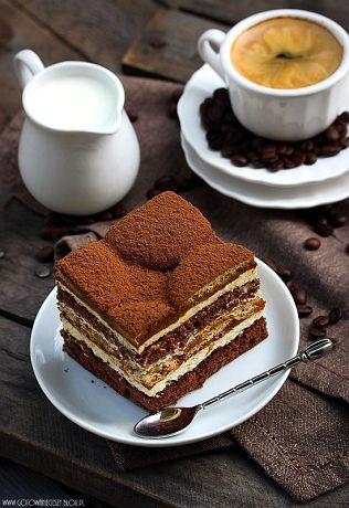 Jakiś czas temu, dla spóźnionych gości urodzinowych, przygotowałam fantastyczne, kawowe ciasto z dodatkiem likiereu Baileys i masą na bazie waniliowych serków