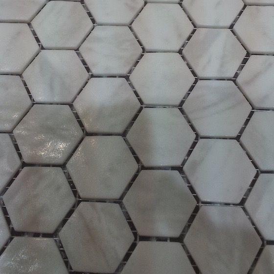 hexagon matte witte carrara marmerlook mozaïek 2,7 x 3 cm op matje per m2