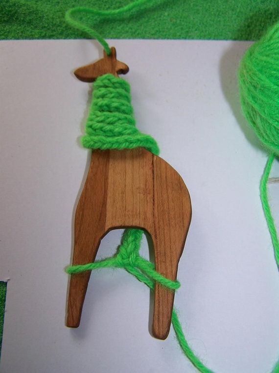 how to use a handheld loom