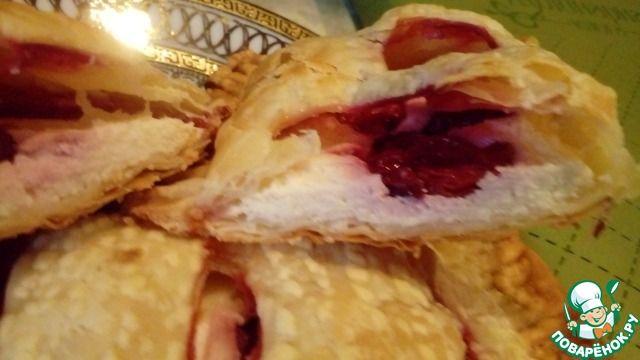 Слойки с творогом и вишней - кулинарный рецепт