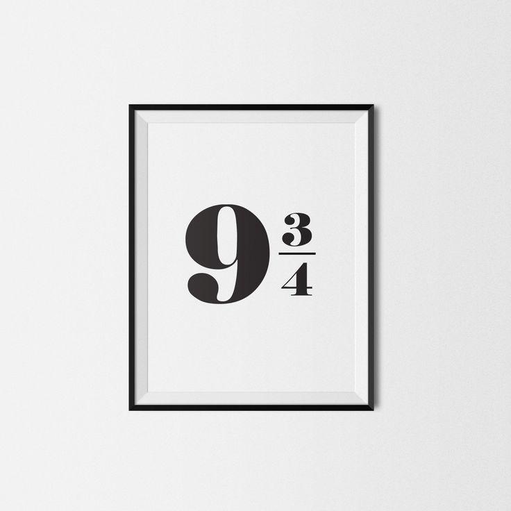 Diese Liste ist für Harry Potter druckbare Poster. Schlicht, elegant, schwarz / weiß Poster mit 9 3/4 drauf. Alle Harry Potter-Fan weiß, was diese Zahl bedeutet :)  -------------------------  Diese Liste ist INSTANT DOWNLOAD. Nach dem Kauf erhalten Sie 4 PDF-Dateien mit diesem Plakat in A4, A3, 4 x 6 Zoll und 8 x 10 in der Größe.  WIE DIESE ARBEIT:  1. kaufen Sie diesen Artikel (2) Nachdem die Zahlung abgeschlossen ist, erhalten Sie eine e-Mail mit Download-Link. 3. Harry Potter Poster…