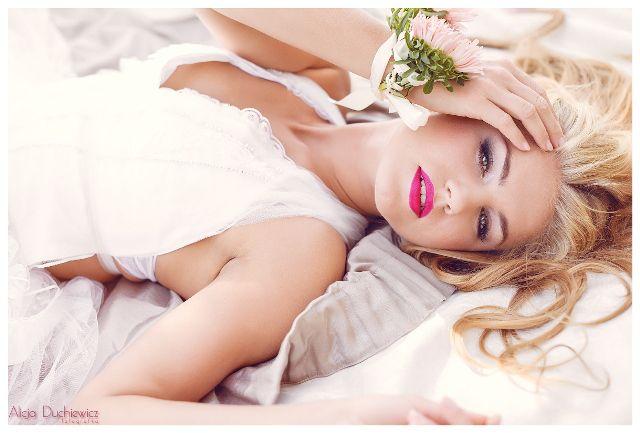 stylizacja ślubna i bransoletka z kwiatów