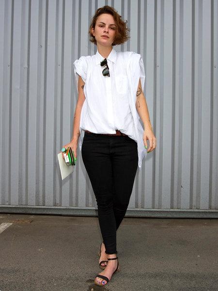 スタイリストのハイモードな白シャツスタイル