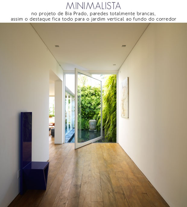 How awesome a vertical garden at the end of the corridor + hallway & let's not even talk about that door/window!!!! LOVEEE!!!