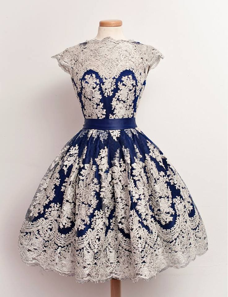 The pefect vintage dress for a romantic retro high tea party. Elegant and gorgeous!