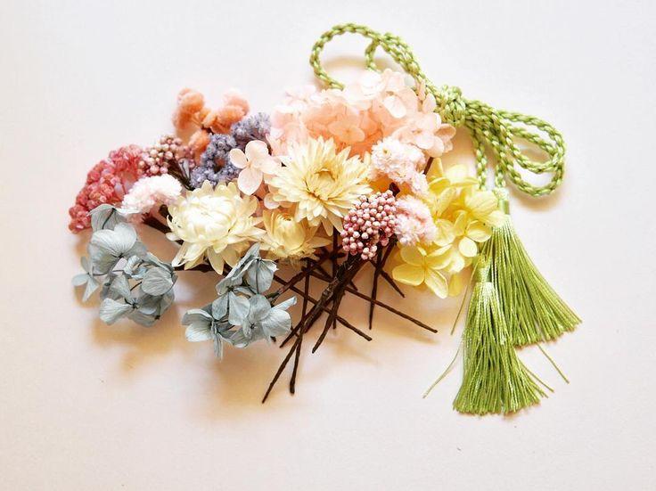 Headdress with kimono & CD   #色打掛 と #カラードレス  両方にお使いになるということで 最終的にはこのセットにもう少し濃い 色を加えてお届けしました        #headdress #hairflower #weddingflowers #weddinghair #ヘッドドレス  #結婚式ヘアアレンジ #ウェディング #ウェディングフォト #ウェディングニュース #ナチュラルウェディング #ガーデンウェディング #ウェディングブーケ #結婚式 #結婚式準備 #プレ花嫁 #日本中のプレ花嫁さんと繋がりたい #オーダーメイド #前撮り #ドライフラワー #全国のプレ花嫁さんと繋がりたい #creema #2017夏婚 #2017秋婚 #和装ヘア #和装 #和装前撮り