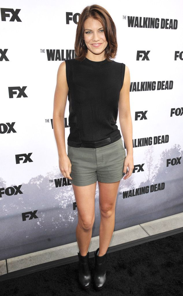 Lauren Cohan from 2013 Comic-Con -The Walking Dead star enlivens the Comic-Con carpet for the show by walking the walk in curve-hugging shorts.