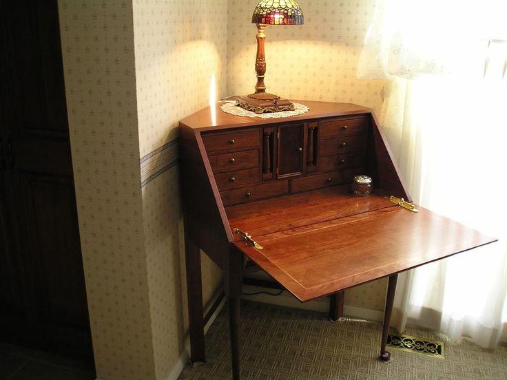 best 25 small corner desk ideas on pinterest window desk desk nook and large corner desk. Black Bedroom Furniture Sets. Home Design Ideas