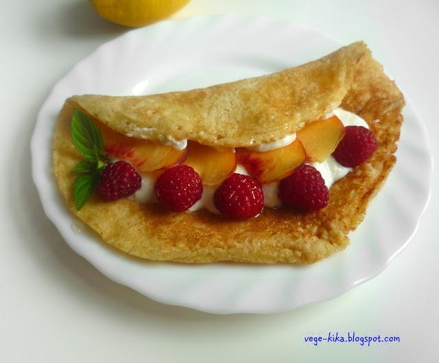 Cytrynowy pancake z jogurtowym kremem