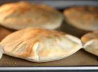 HomeMaker's Cookbook: Eggless Whole Wheat Pita Bread - Without Oven