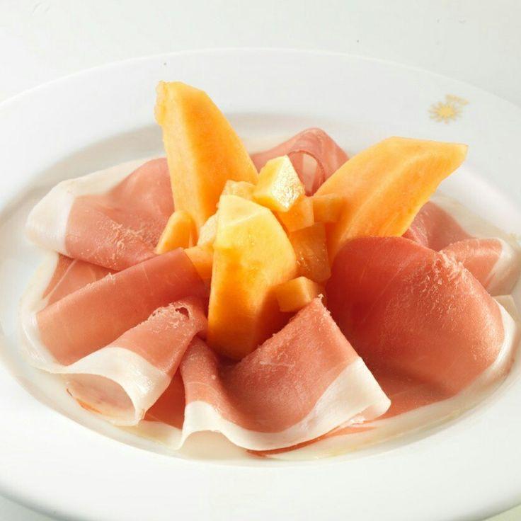 Prosciutto e melone: Parma Ham aged 24 months and Mantuan melon
