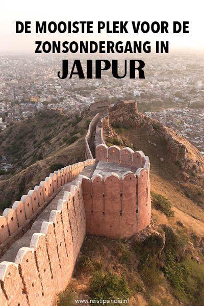 In Jaipur staan prachtige forten, zoals het Nahargarh Fort. Vanaf hier heb je een prachtig uitzicht over de stad, vooral tijdens de magische zonsondergang.
