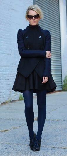 いつものブラックタイツコーデから脱却!カラータイツで一歩先のオトナの女性ファッション術をご紹介!