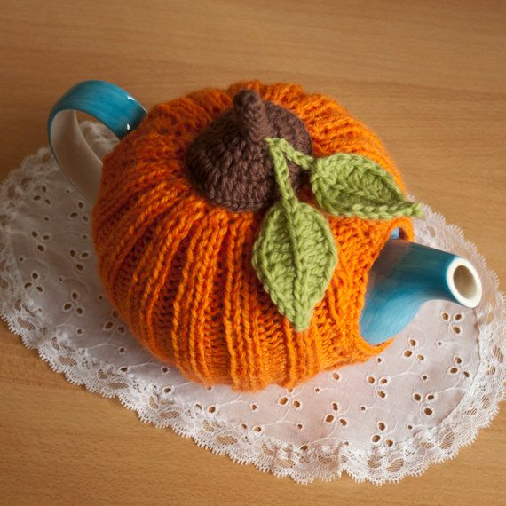 This is a colorful tea cozy shaped like a gorgeous pumpkin. Dedicated to Halloween, can be used and enjoied in every season!