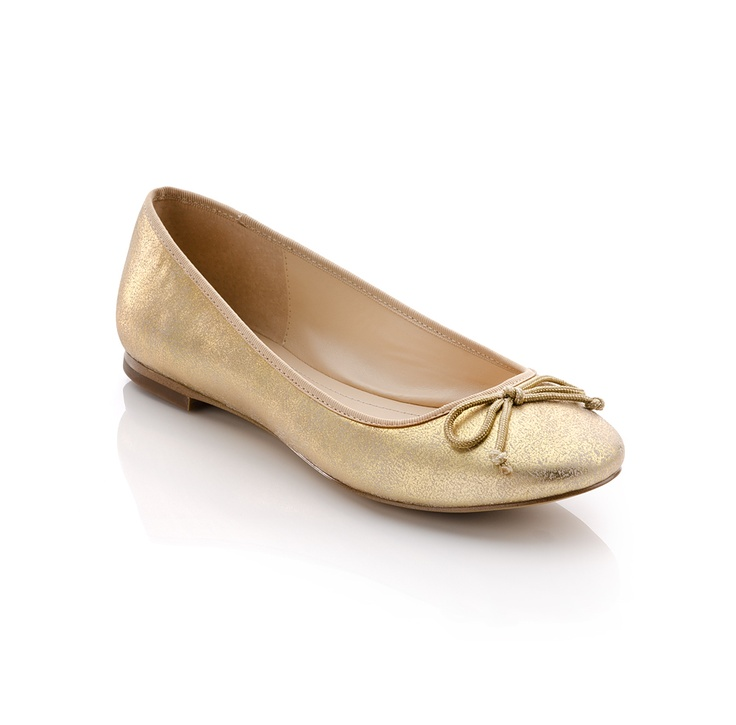 These gold flats would go with so many things!: Fashion Shoes, Gold Flats, Gold Ballet, Patricia Flats, Metals Flats, Golden Flats, Ballet Flats, Ballet Shoes, Adorable Ballet
