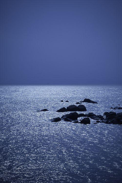 Night Seaphoto byElvin Cheng.