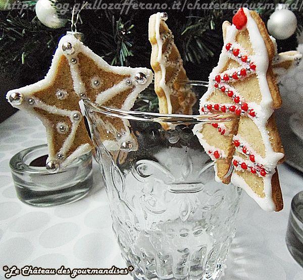 Ciao a tutti e buona Vigilia! :D Oggi vi presento una ricetta simpatica e semplice: i biscotti segnaposto alla cannella per la tavola di Nat