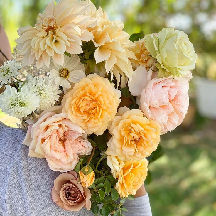 Beautiful wedding flowers in yellow and neutrals. Love the