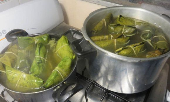 Tamales in the pots. Notice the ones in the bigger pot are looking more cooked, while the others that hadn't been cooking as long still have parts that look bright green.