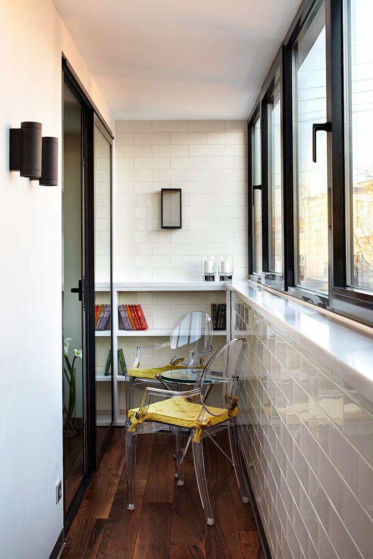 Прохладные оттенки, дизайнерская мебель и творческий подход к деталям позволили создать изысканный интерьер в стиле Ар-Деко в стандартной однокомнатной квартире.