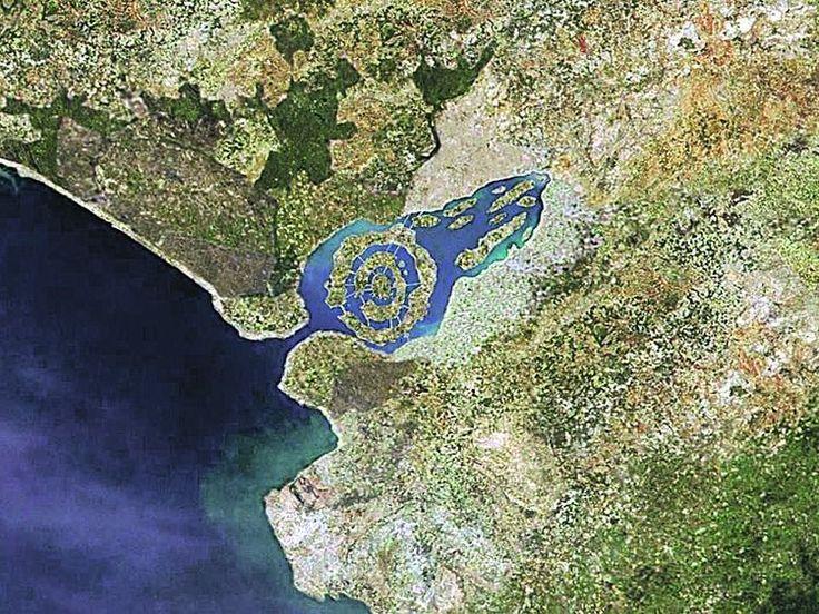 Unas imágenes aéreas de la marisma de Doñana y los Pinares de la Algaida en Sanlúcar de Barrameda despiertan el mito de la Atlántida.