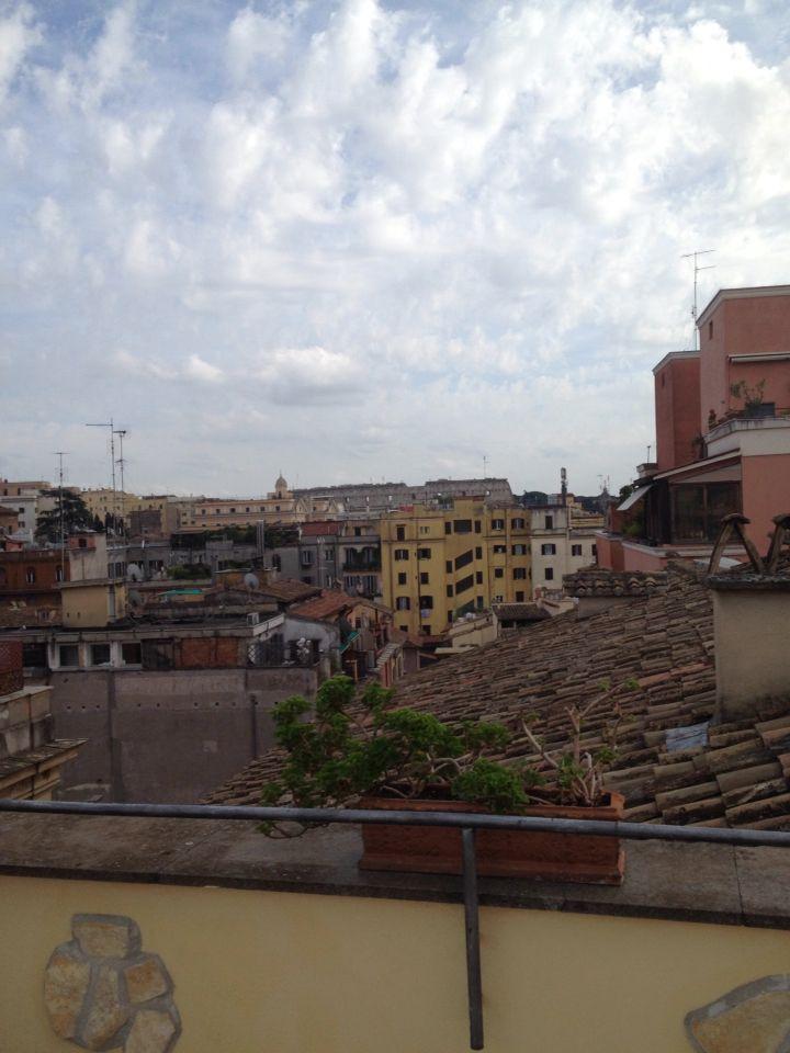 Het uitzicht vanaf het dakterras van het hotel.