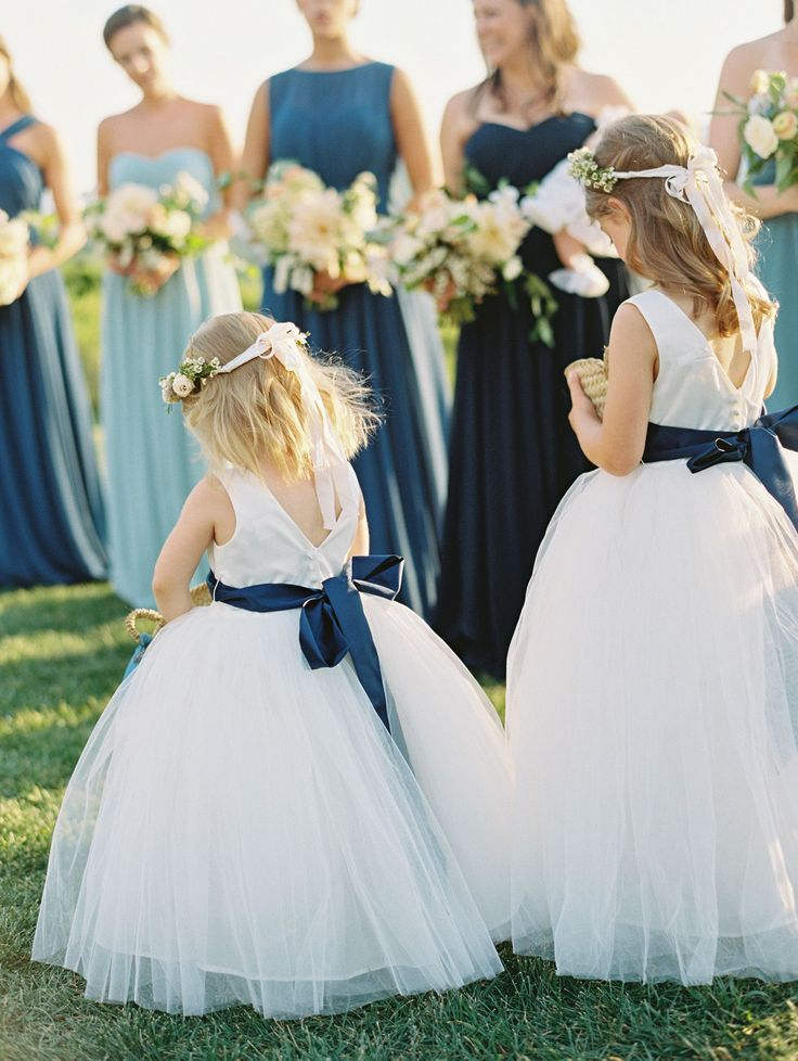 Love this blue theme on flower girls and bridesmaids.