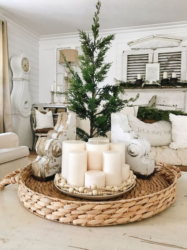 Simple Candle Centerpiece With Images Christmas Decor Inspiration Table Centerpieces Diy Table Centerpieces For Home
