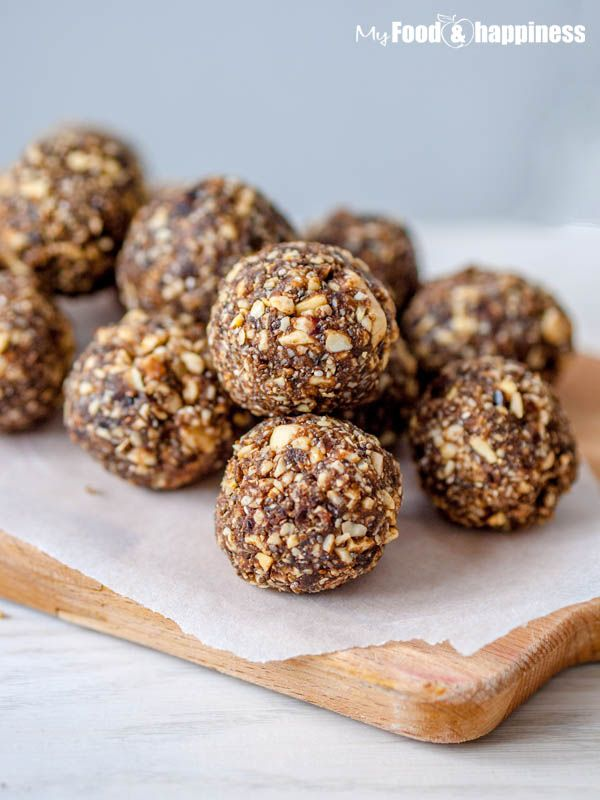 I used 1/2 c almond flour, 1/2 c oats, 1 c medjool dates, 2 tbsp strawberry protein powder, 1 tbsp ground flaxseed, 1 tbsp chia seeds, 3 tbsp coconut oil and about 1/2 c (I eyeballed it) dried mango. They taste just like strawberry fig newtons!